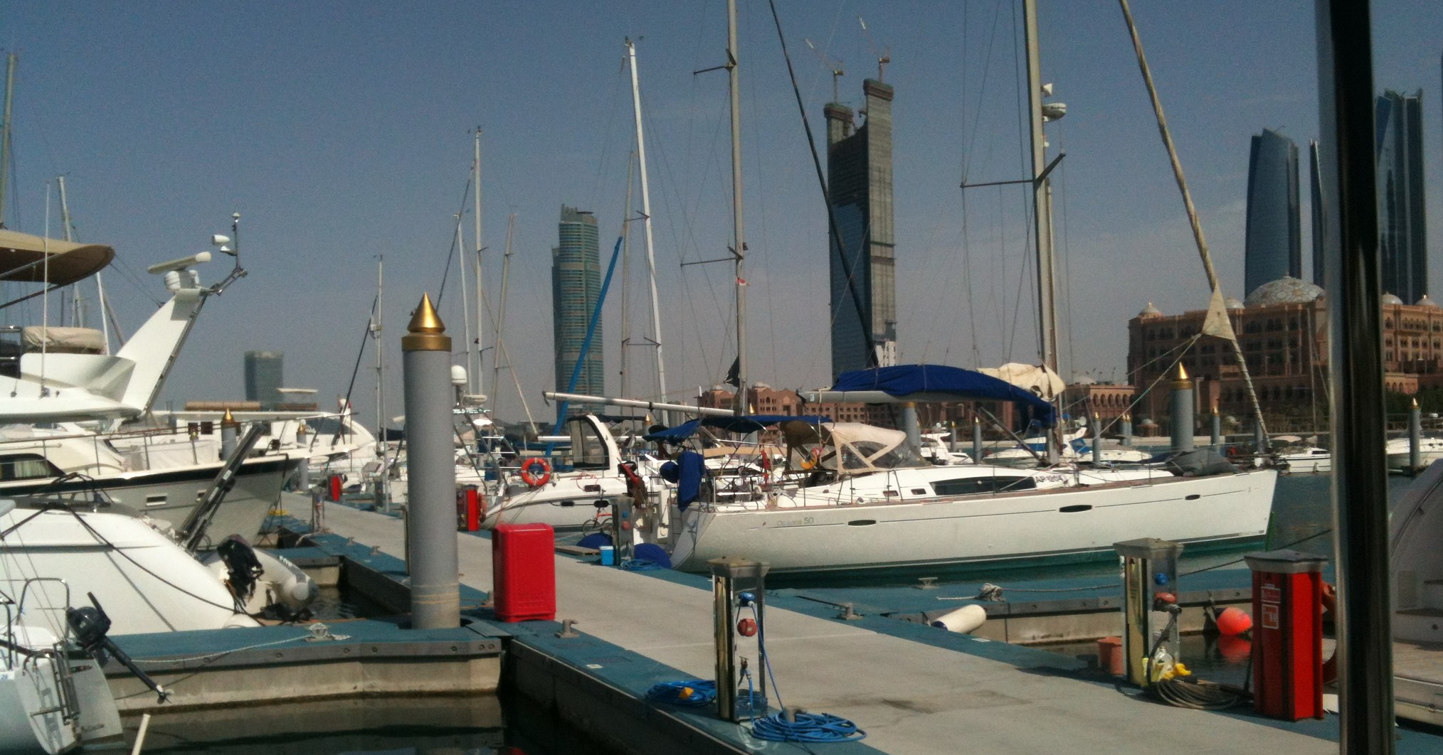 Gold-tips in Abu Dhabi's Emirates Palace Marina (GM-A, 2013)